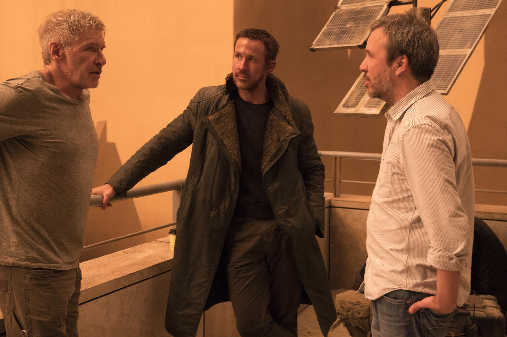 Harrison Ford, Ryan Gosling, and Denis Villeneuve in Blade Runner 2049 (2017)
