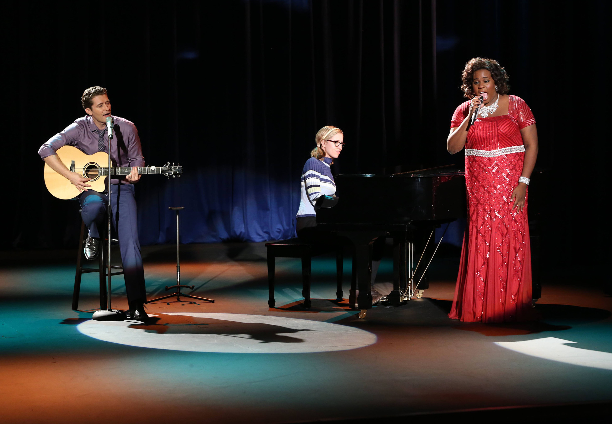 Matthew Morrison and Alex Newell in Glee (2009)