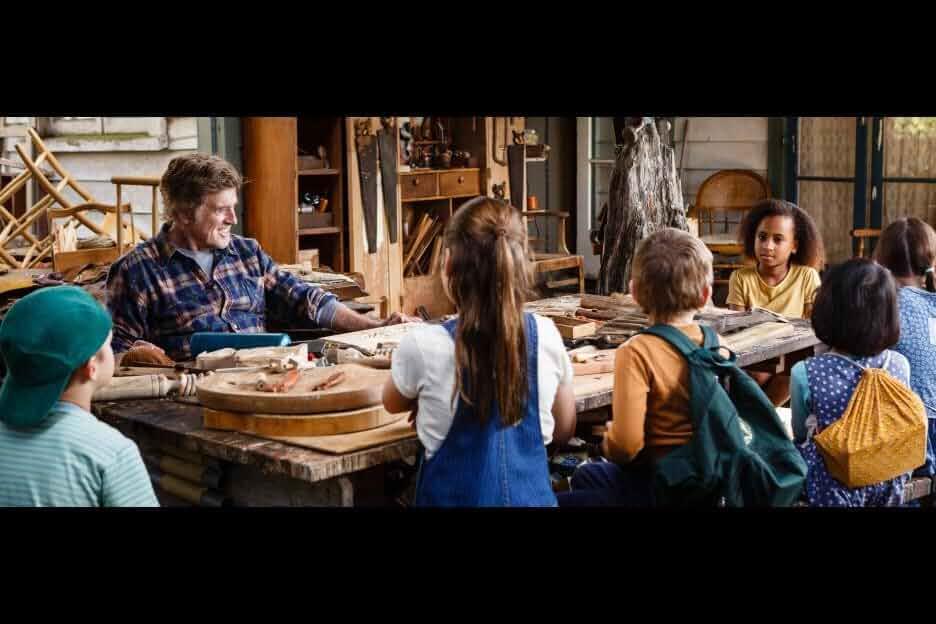 Robert Redford, Ruby Acevedo, Annabelle Malaika Süess, Jenesis Au-Yeung, James Allcock, Olly Presling, and Daria Ponomaryova in Pete's Dragon (2016)