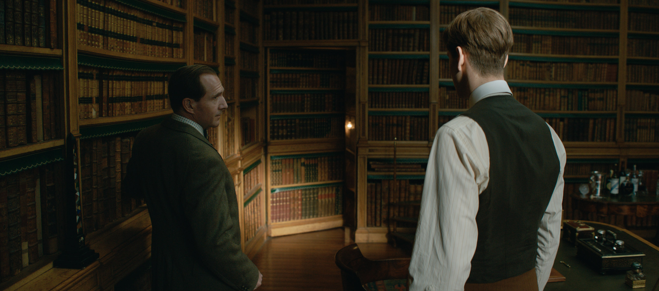 Ralph Fiennes and Harris Dickinson in The King's Man (2021)