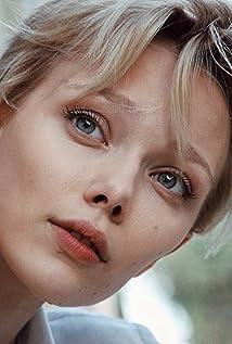 Ivanna Sakhno Picture