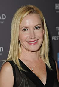 Primary photo for Angela Kinsey