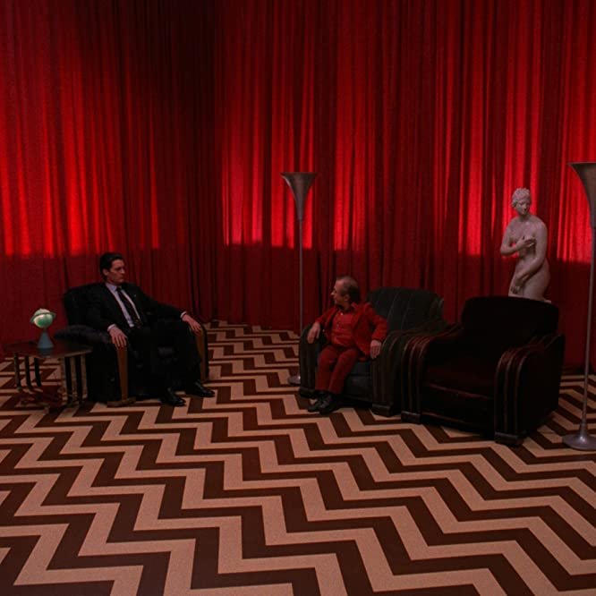 Kyle MacLachlan and Michael J. Anderson in Twin Peaks (1990)