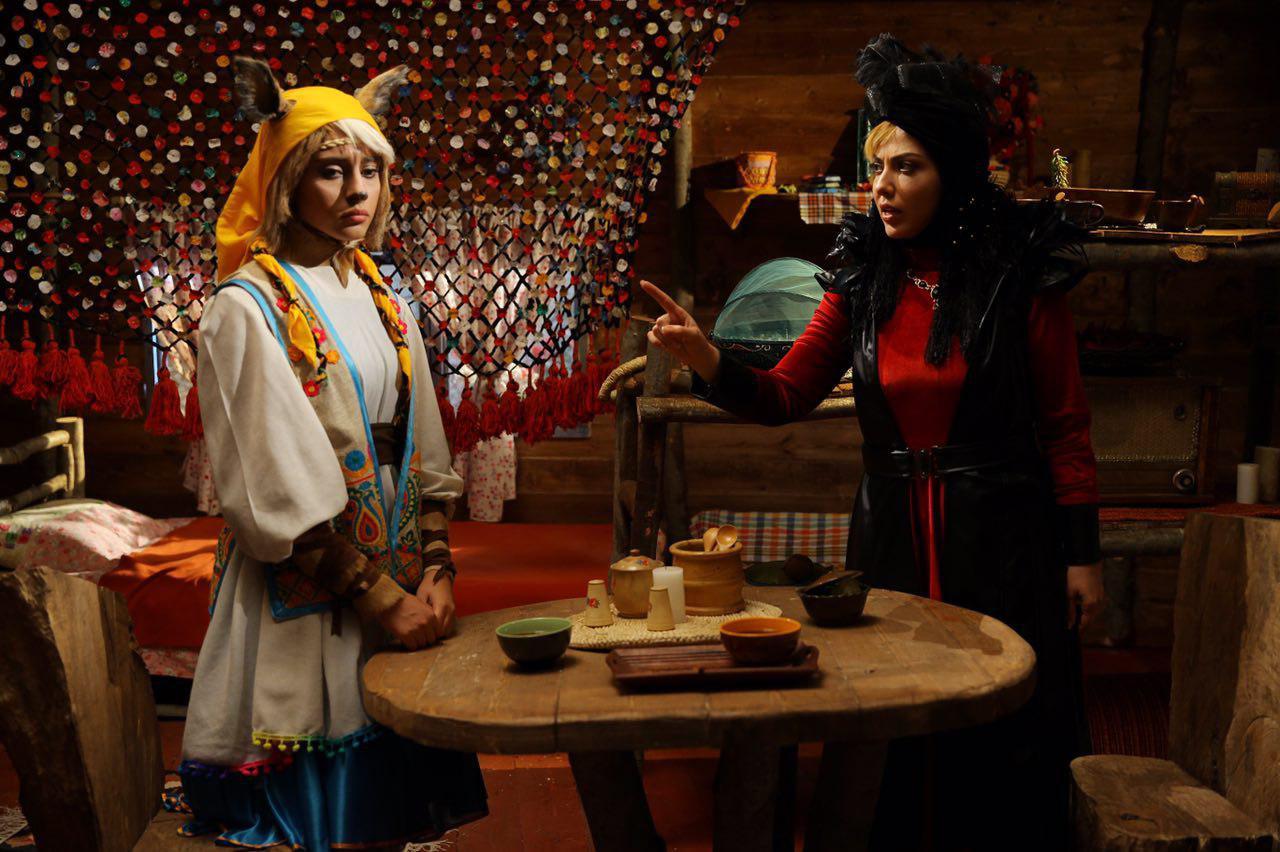 Leila Otadi and Tarlan Parvaneh in White Forehead 3 (2019)