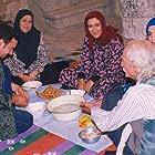 Kiumars Malekmotei, Pantea Bahrami, Sedigheh Kianfar, Hamid Mahindoost, and Sanaz Samavati in Mosafer (2000)
