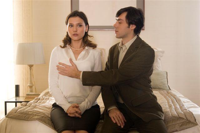 Virginie Ledoyen and Emmanuel Mouret in Un baiser s'il vous plaît (2007)