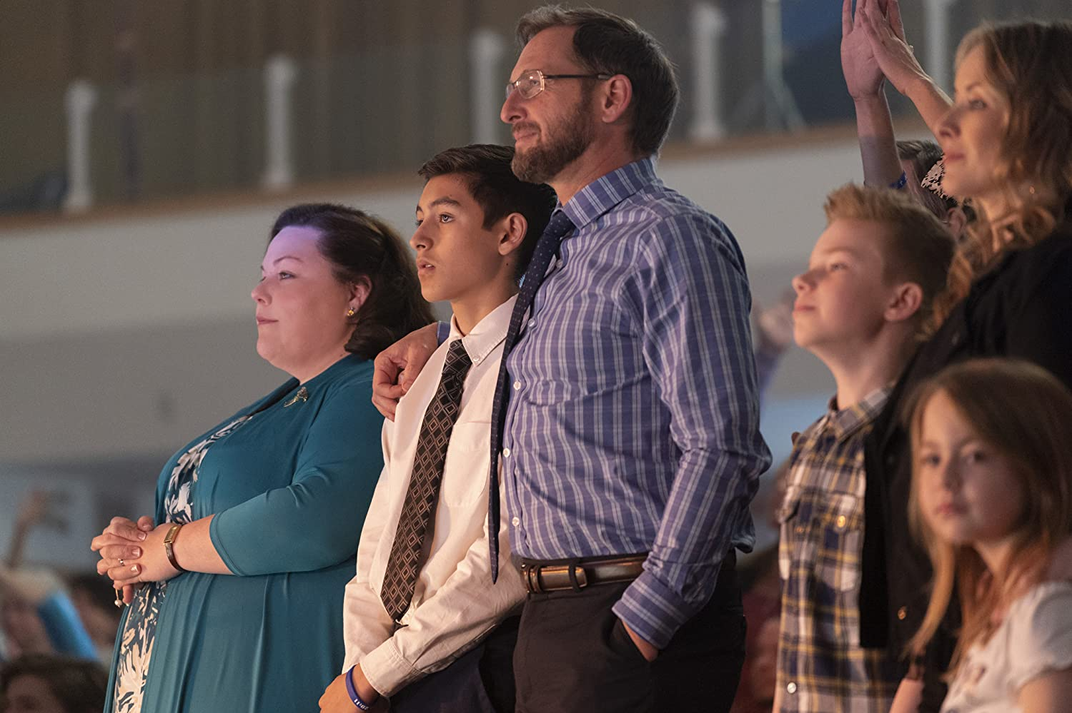 Josh Lucas, Chrissy Metz, Lisa Durupt, Logan Creran, Marcel Ruiz, and Annelise Pollmann in Breakthrough (2019)