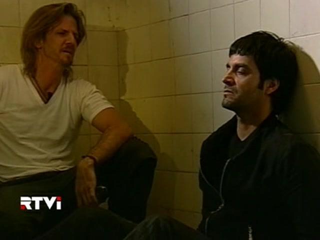 Facundo Arana and Adrián Navarro in Vidas robadas (2008)