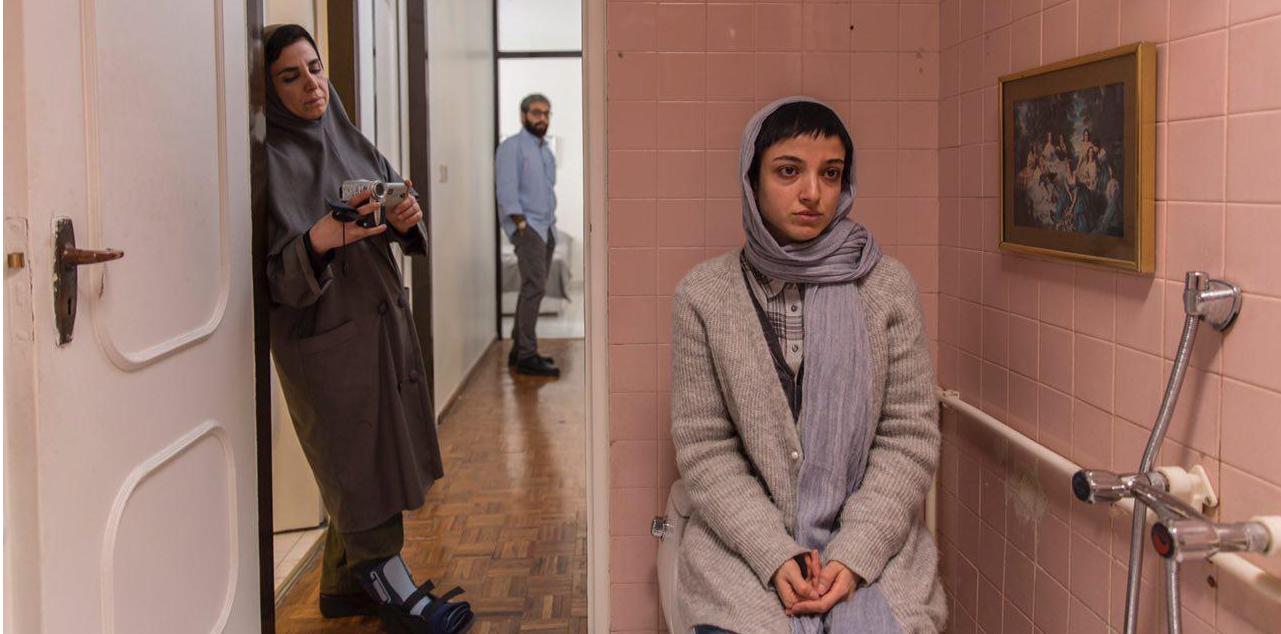Saber Abar, Neda Jebraeili, and Soheila Salehi in In Between (2018)