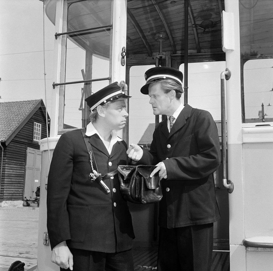 Dirch Passer and Ove Sprogøe in Ved Kongelunden... (1953)