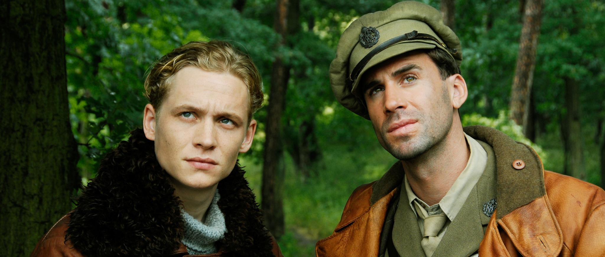 Joseph Fiennes and Matthias Schweighöfer in Der Rote Baron (2008)