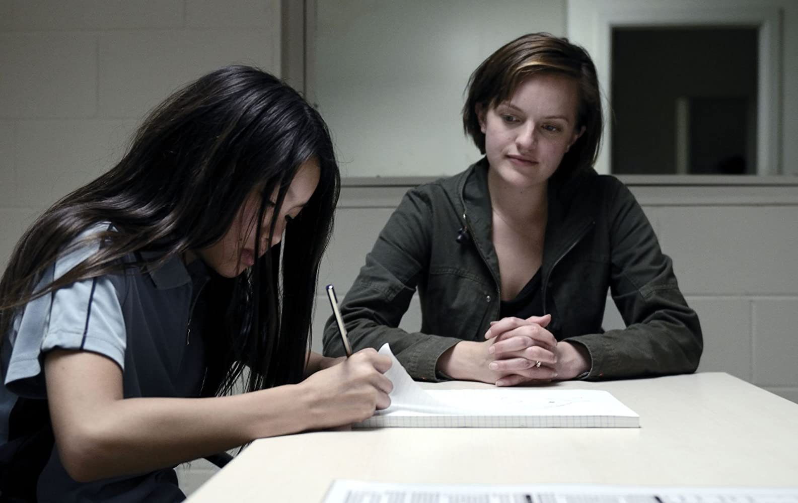 Elisabeth Moss and Jacqueline Joe in Top of the Lake (2013)