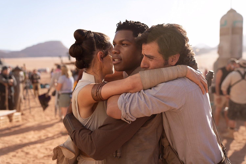 Daisy Ridley, John Boyega i Oscar Isaac na setu Star Wars filma.