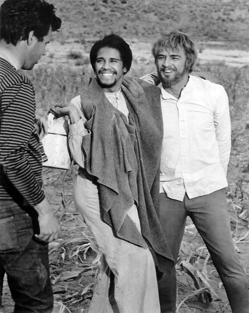 Marlon Brando, Sidney J. Furie, and Rafael Campos in The Appaloosa (1966)