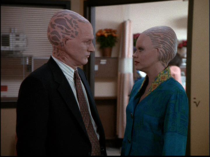 Eric Pierpoint and Michele Scarabelli in Alien Nation: The Udara Legacy (1997)