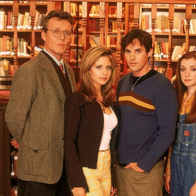 Sarah Michelle Gellar, Alyson Hannigan, Nicholas Brendon, and Anthony Head in Buffy the Vampire Slayer (1996)