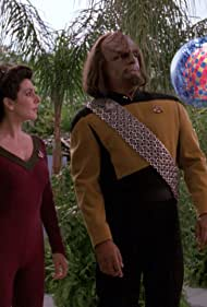 Michael Dorn and Marina Sirtis in Star Trek: The Next Generation (1987)