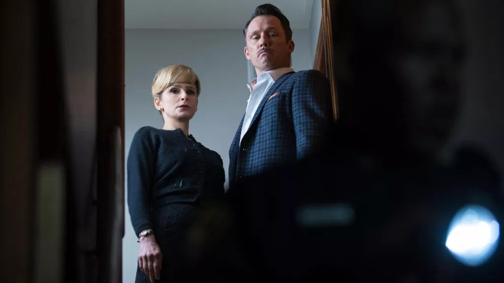Kyra Sedgwick and Jeffrey Donovan in Villains (2019)