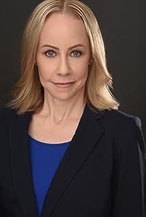 Laura Shapanus Picture