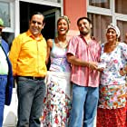 Melek Baykal, Özkan Ugur, Zihni Göktay, Seyla Halis, Çagla Sikel, Alisan, and Aylin Kabasakal in Cennet Mahallesi (2004)