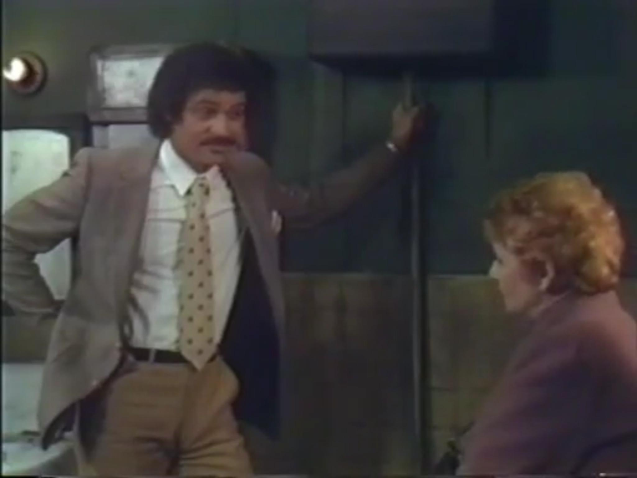 Ron Glass and Kay Medford in Barney Miller (1975)