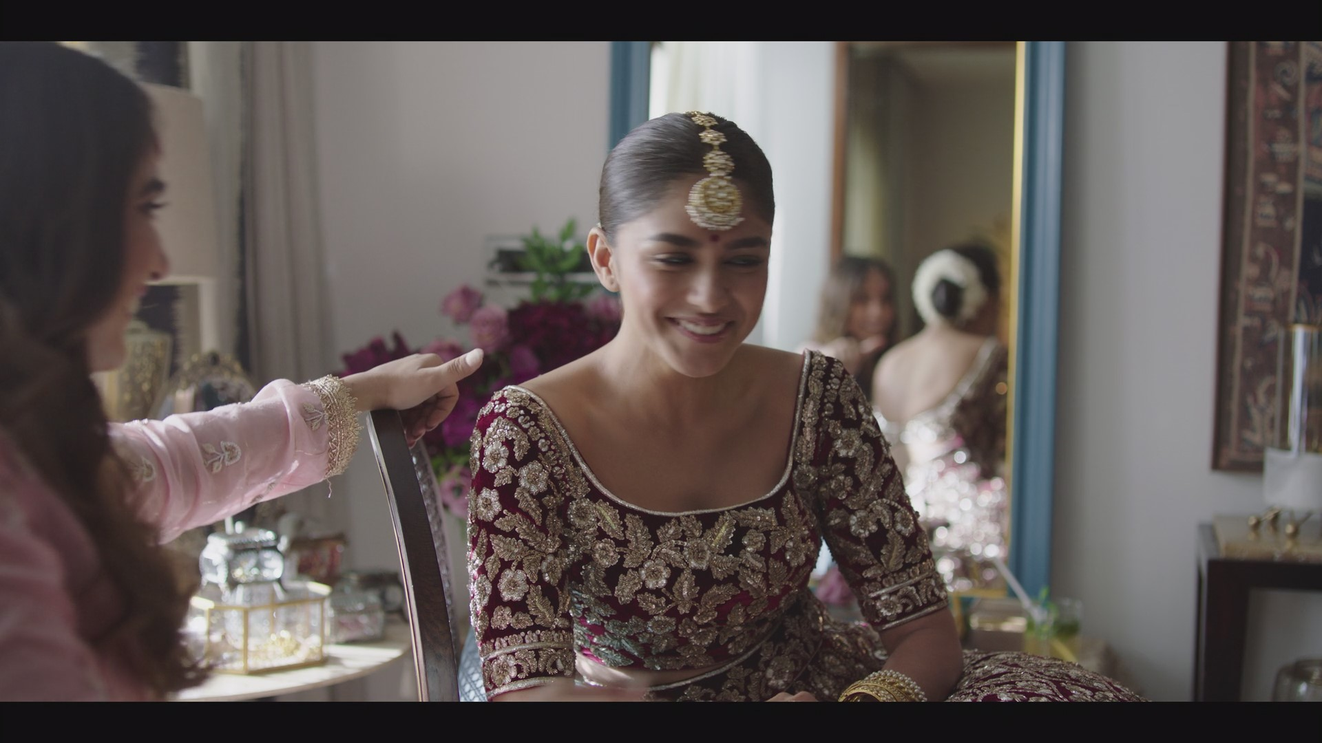 Kusha Kapila and Mrunal Thakur in Ghost Stories (2020)