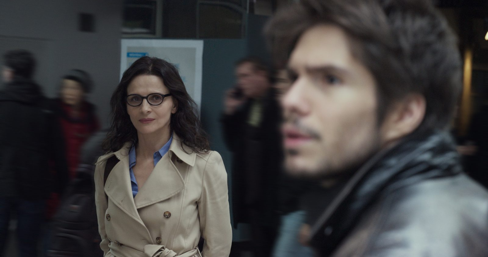 Juliette Binoche and François Civil in Celle que vous croyez (2019)