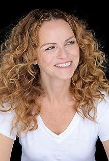 Anna-Louise Plowman Picture