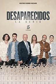 Juan Echanove, Elvira Mínguez, Maxi Iglesias, Chani Martín, Michelle Calvó, and Amanda Ríos in Desaparecidos (2020)