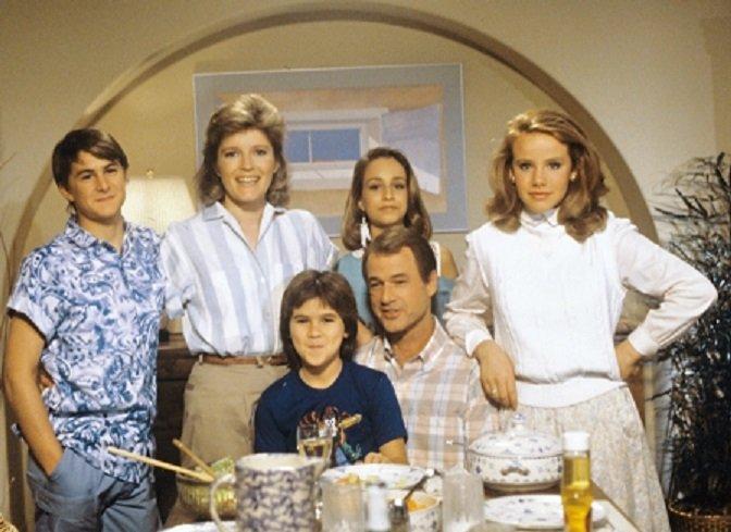 Kate Mulgrew, Amanda Peterson, Matt Adler, Jack Bannon, and Hannah Cutrona in Carly Mills (1986)