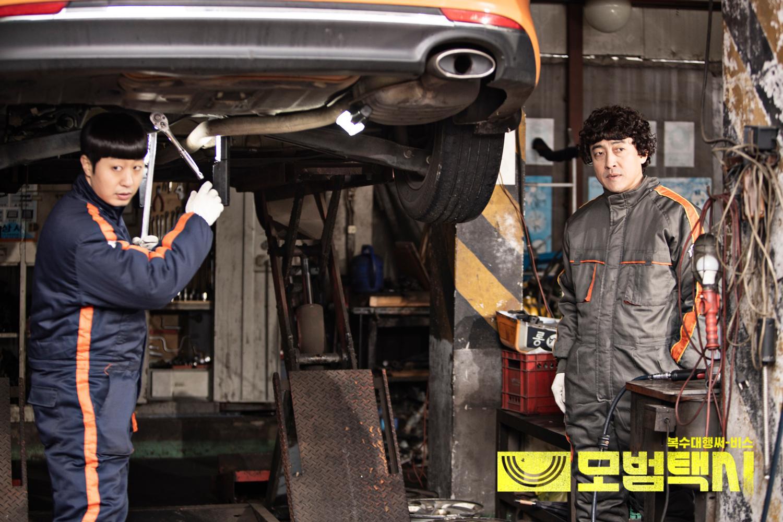 Yoo-ram Bae and Jang Hyuk-jin in Mobeomtaeksi (2021)