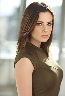 Chelsea Hobbs Picture