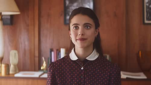 New York in the 90s: After leaving graduate school to pursue her dream of becoming a writer, Joanna (Margaret Qualley) gets hired as an assistant to Margaret (Sigourney Weaver), the stoic and old-fashioned literary agent of J. D. Salinger. Fluctuating between poverty and glamour, she spends her days in a plush, wood-paneled office – where dictaphones and typewriters still reign and agents doze off after three-martini lunches – and her nights in a sink-less Brooklyn apartment with her socialist boyfriend. Joanna's main task is processing Salinger's voluminous fan mail, but as she reads the heart-wrenching letters from around the world, she becomes reluctant to send the agency's impersonal standard letter and impulsively begins personalizing the responses. The results are both humorous and moving, as Joanna, while using the great writer's voice, begins to discover her own.