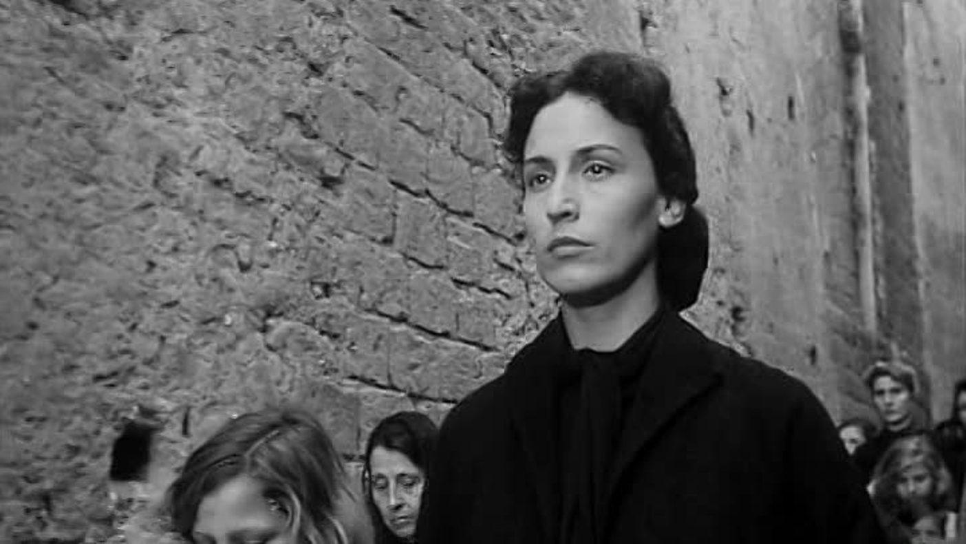 Teresa De Vita in L'oro di Napoli (1954)