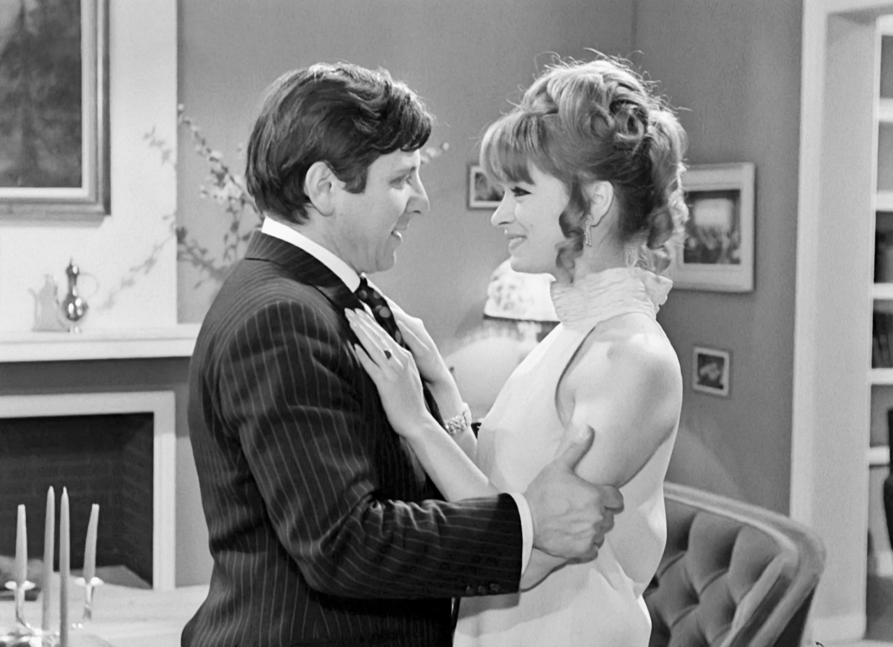Nora Valsami and Kostas Voutsas in O gois (1969)