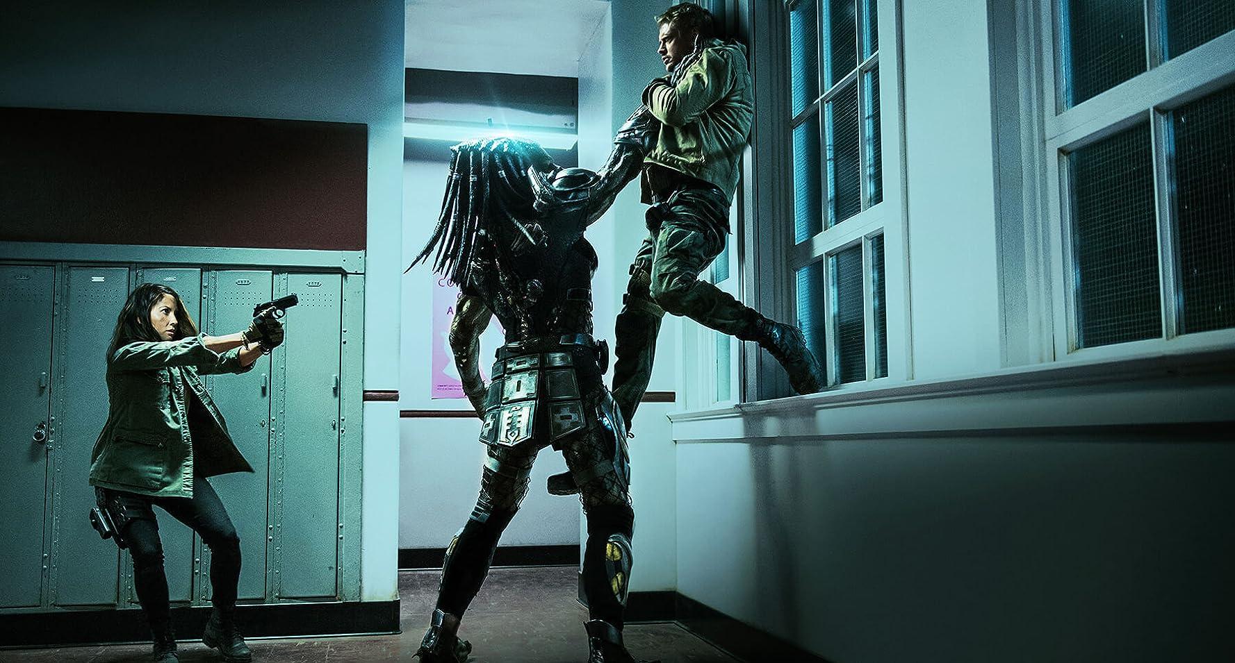 Olivia Munn and Boyd Holbrook in The Predator (2018)