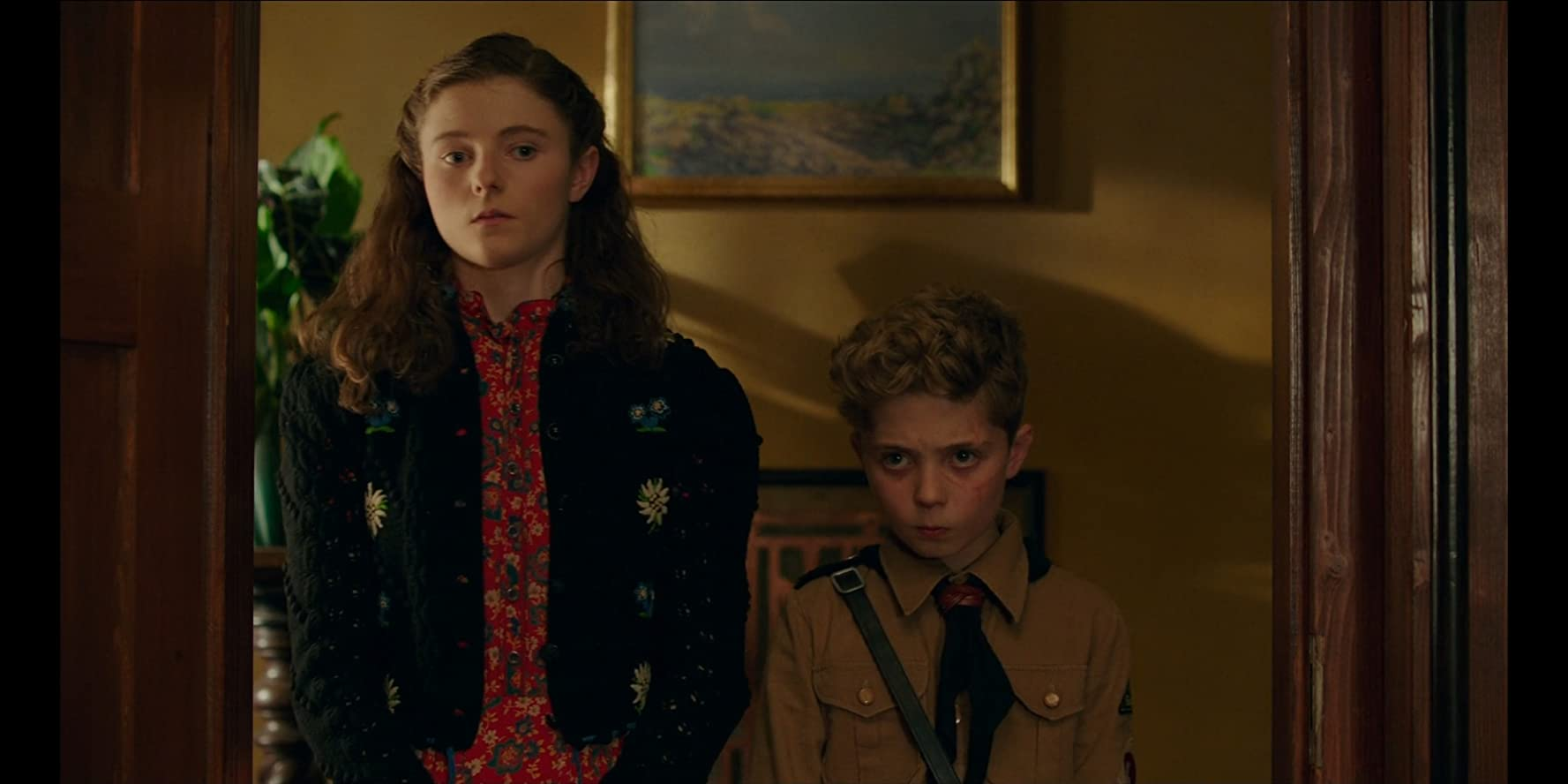 Thomasin McKenzie and Roman Griffin Davis in Jojo Rabbit (2019)