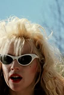Phoebe Legere Picture