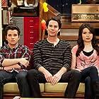 Nathan Kress, Jerry Trainor, and Miranda Cosgrove in iCarly (2021)