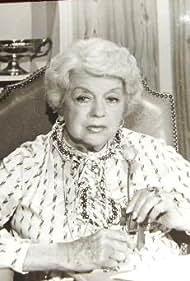 Luisa Vehil in Las 24 horas (1981)