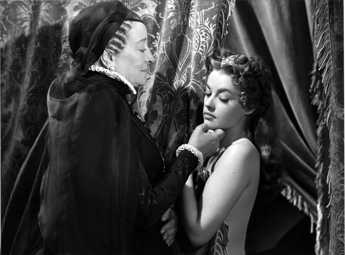 Jeanne Moreau and Françoise Rosay in La reine Margot (1954)