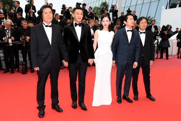 Chang-dong Lee, Joon-dong Lee, Ah-in Yoo, Steven Yeun, and Jong-seo Jun at an event for Beoning (2018)