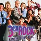 Wayne Knight, John Lithgow, Jane Curtin, Kristen Johnston, Joseph Gordon-Levitt, Simbi Kali, French Stewart, and Elmarie Wendel in 3rd Rock from the Sun (1996)