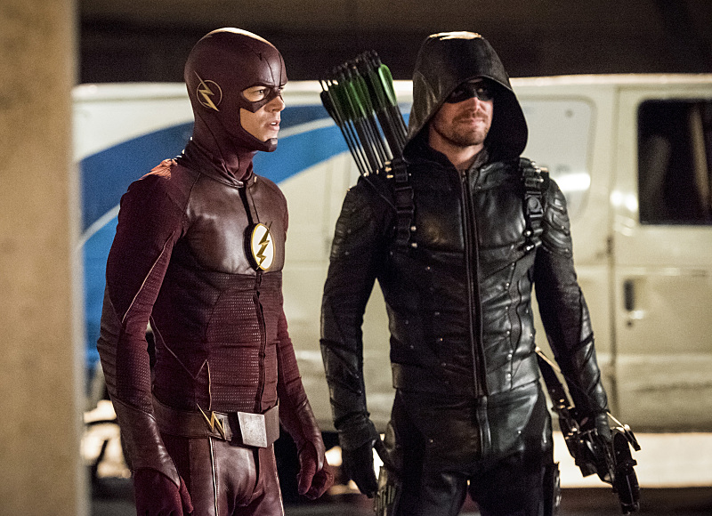 Stephen Amell and Grant Gustin in The Flash (2014)