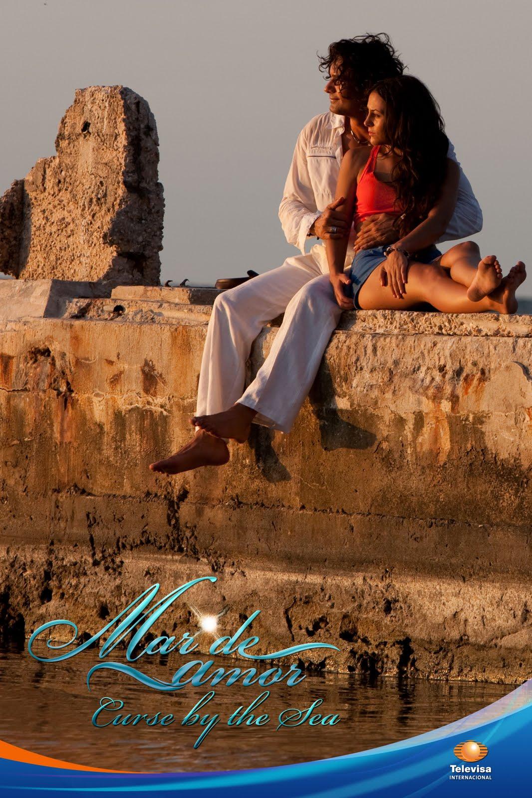 Mario Cimarro and Zuria Vega in Mar de amor (2009)