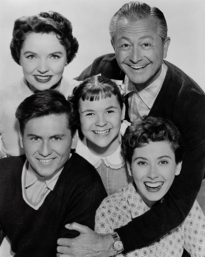 Robert Young, Lauren Chapin, Elinor Donahue, Billy Gray, and Jane Wyatt in Father Knows Best (1954)