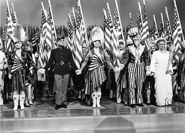 James Cagney Rosemary DeCamp Walter Huston and Joan Leslie in Yankee Doodle Dandy 1942