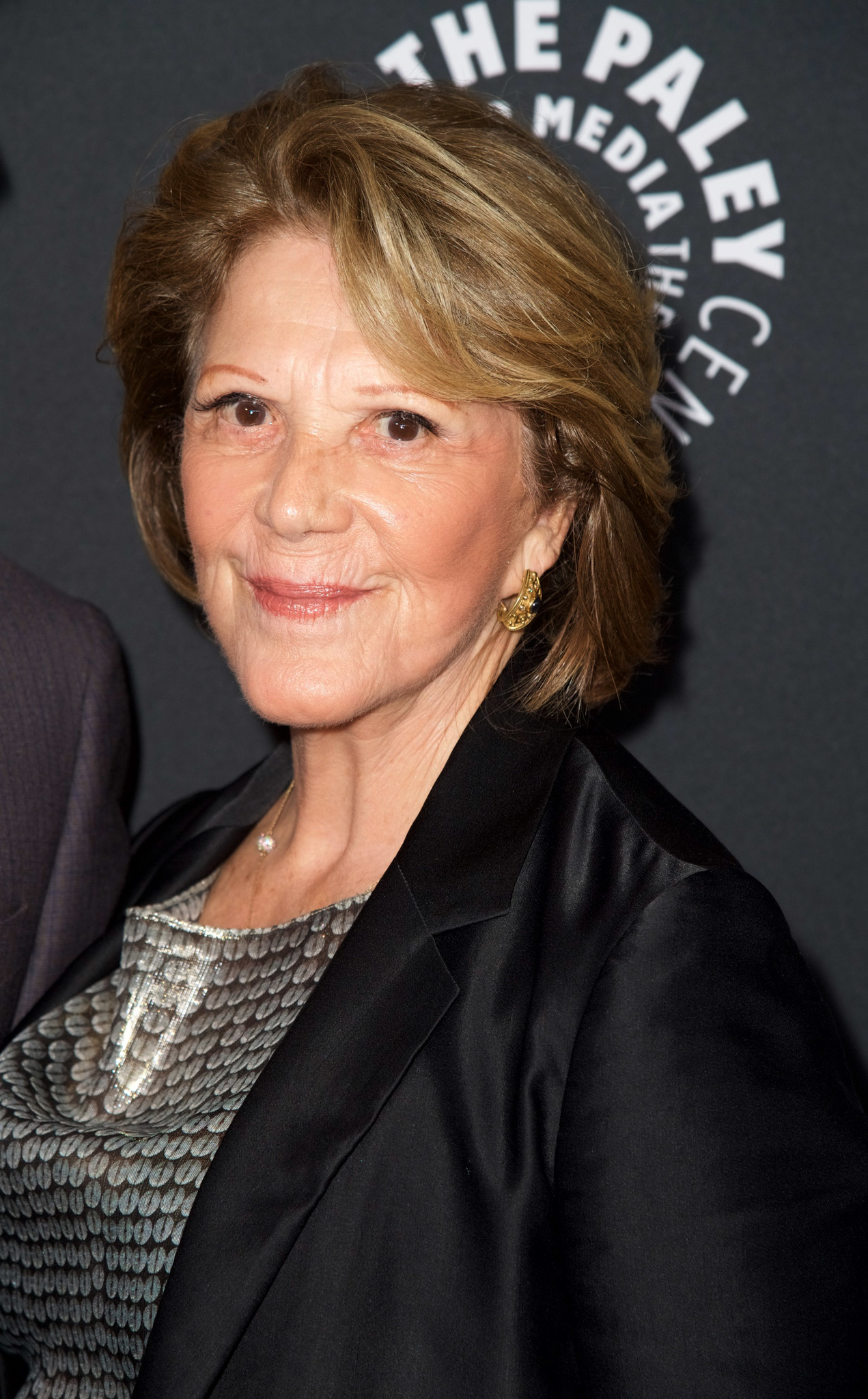 The 83-year old daughter of father David J. Lavin and mother Lucille Potter Linda Lavin in 2021 photo. Linda Lavin earned a  million dollar salary - leaving the net worth at  million in 2021
