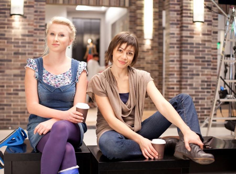 Karolina Piechota and Magdalena Turczeniewicz in Galeria (2012)