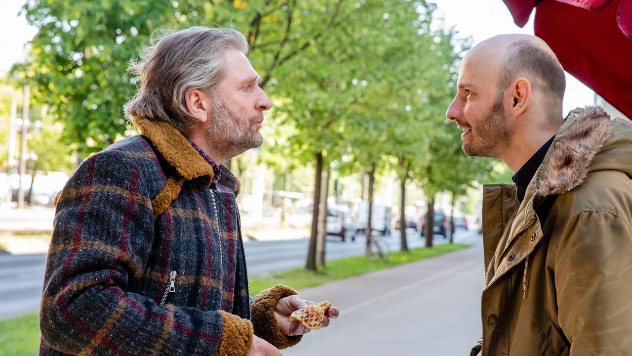 Jörg Witte and Leon Ullrich in Verletzlich (2019)
